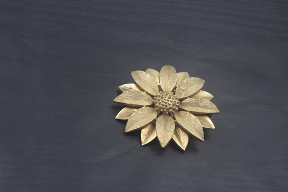 1960s signed Sarah Coventry Sun Flower Brooch | cu