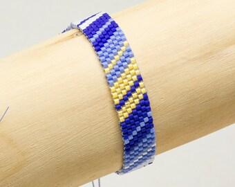 6022fcb43177 Pulsera de cuentas de vidrio Miyuki azul y amarillo con tupís Swarovski -  Plata 925 - Miyuki - Boho - Hecho a mano - Verano - Festival