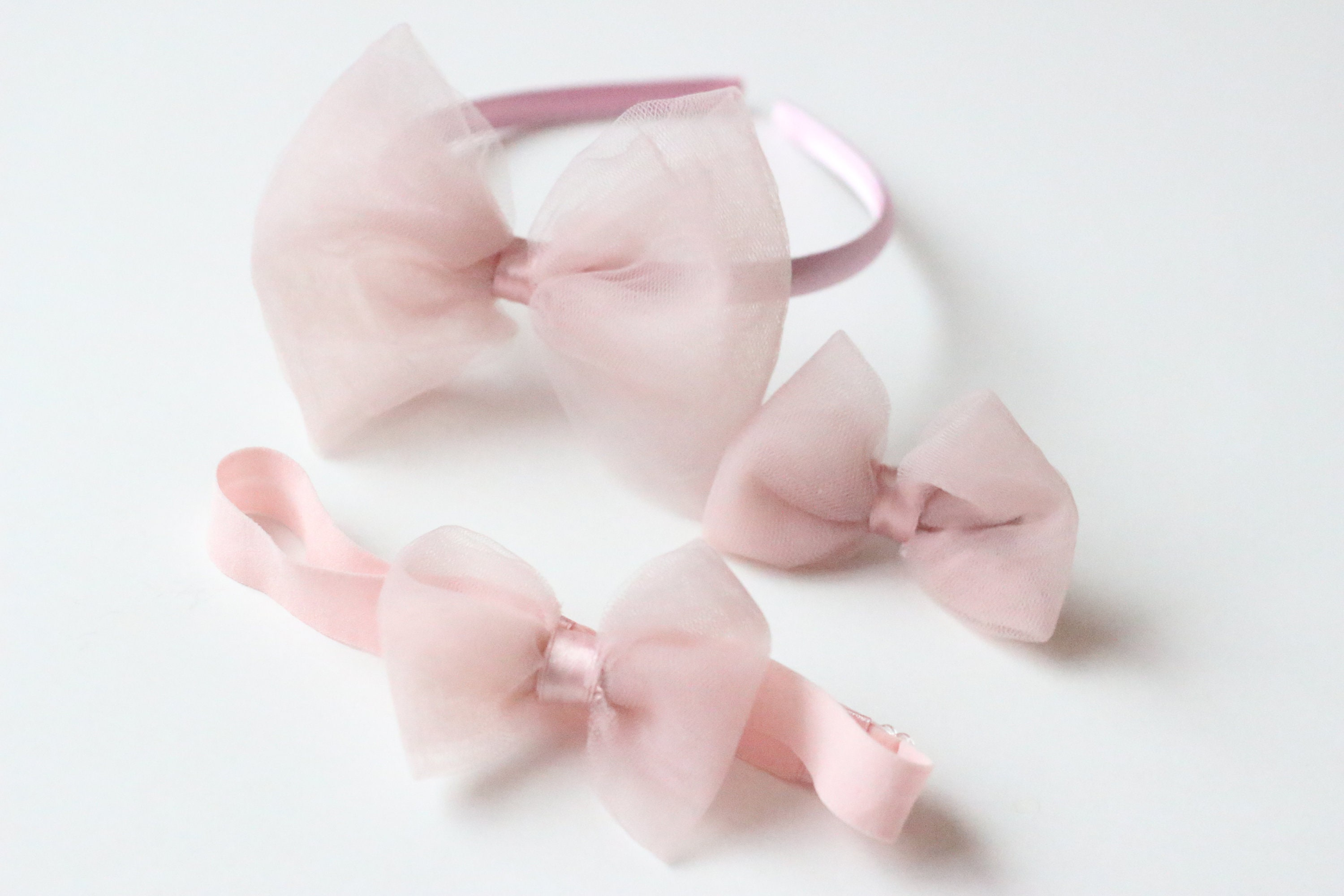 Tulle crown bow clips