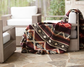 Native Notes Geometric Pattern Design Soft Wool Blend Queen Size Blanket Made in Ecuador