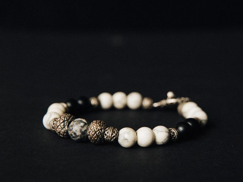 Onyx and Howlite beaded bracelet