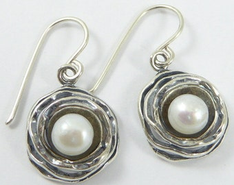 An elegant pair of silver earring, set with fresh water pearls