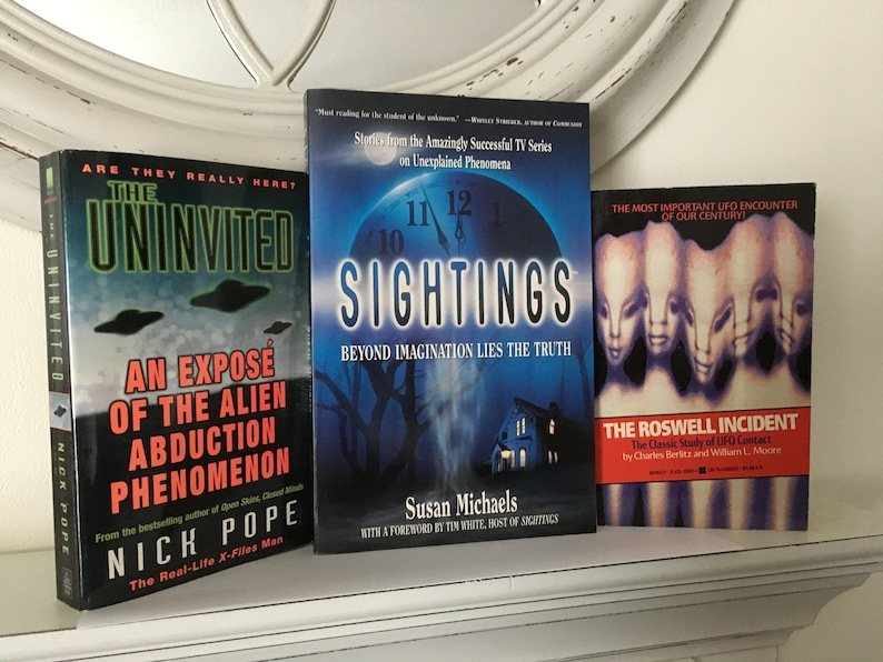 3 UFO Alien Paranormal Occult New Age Book Lot Roswell Incident The  Uninvited Alien Abduction Sightings Unexplained Phenomena Books