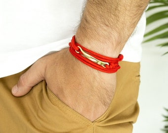 Bracelet red nylon with attached Golden Amos