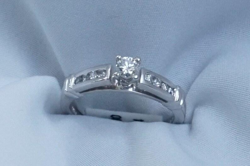 Size 5 14 14K White Gold .32 ct tw Round Cut Diamond Ring