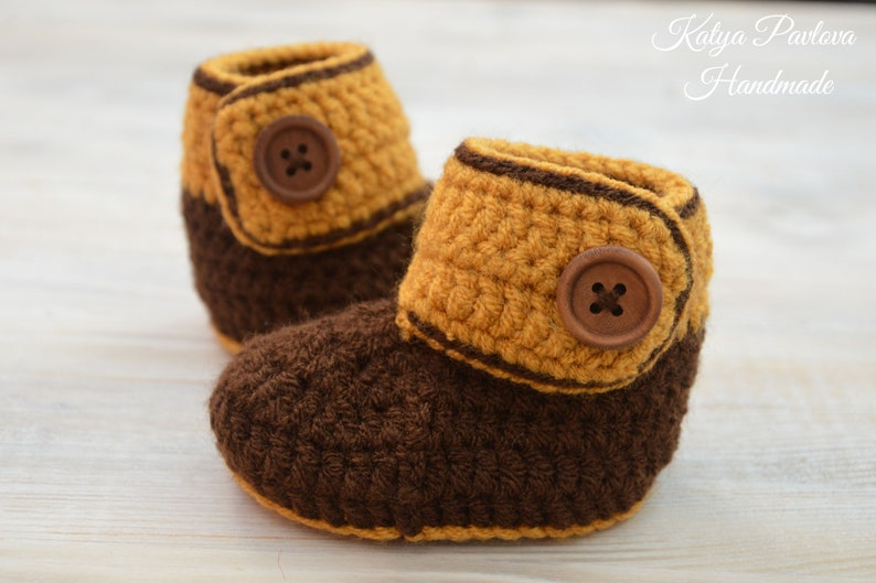 ba42f7b3b605a Fall/winter baby shoes Brown booties Newborn/infant boy/girl boots  Knit/crochet slippers 1st socks Pregnancy announcement Baby shower gift