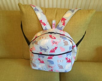 Cat back pack with internal pocket and another zip pocket on the front. Adjustable straps