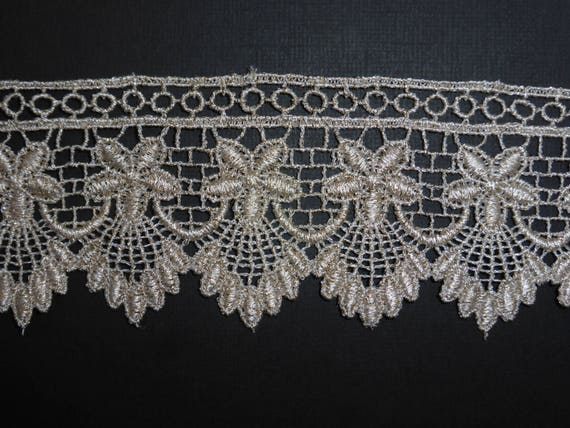 "Pretty Pale Gold Soft Stretch Lace Trim 2.25/""//5.5cm Sewing TOP SELLER 5 METRES"