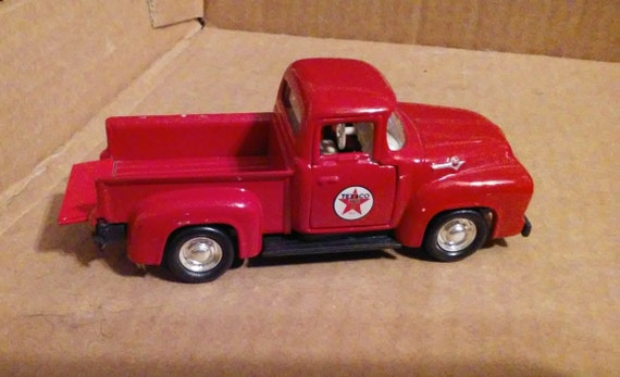 1956 Ford F-100 Pickup Truck 1:43 scale Red Road Champs