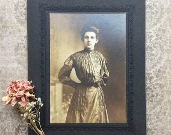 Antique Victorian Cabinet Card Photograph of Woman