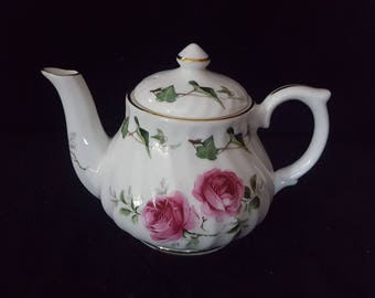 Golden Crown Fine Bone China Tea Pot Pink Roses Collectilbes Made in England