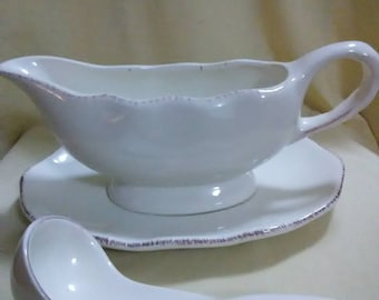 Vintage gravy boat. By better home's and gardens
