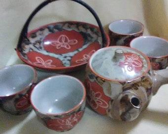 Vintage 7 piece Saki set. Rust and cream colored.