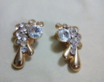 Vintage gold tone and rhrinestone clip on earrings