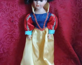 Vintage. Porcelain Snow White