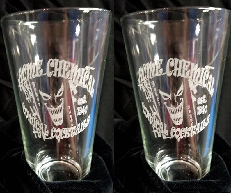Acme Chemical JOKER BATMAN Comical Cocktails Etched Beer Pint Glass Set of  2 Glasses