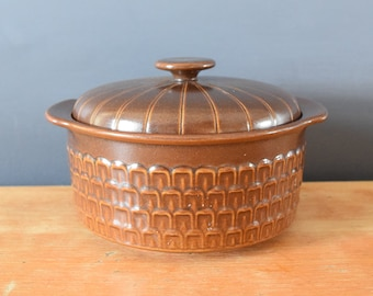 Wedgwood Pennine Casserole Dish | Scalloped Glazed Ceramic Pottery | Lidded Bean Pot | Soup Tureen | Housewarming Present Gift for Him Her