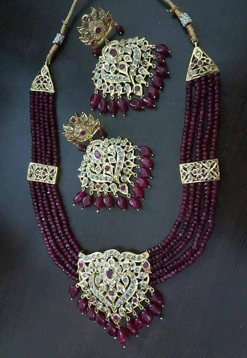18cc30e3b15bb Red and white stones are carefully placed for this choker necklace, punjabi  bridal set, pakistani nikah, Desi wedding, jadavi hyderabadi set