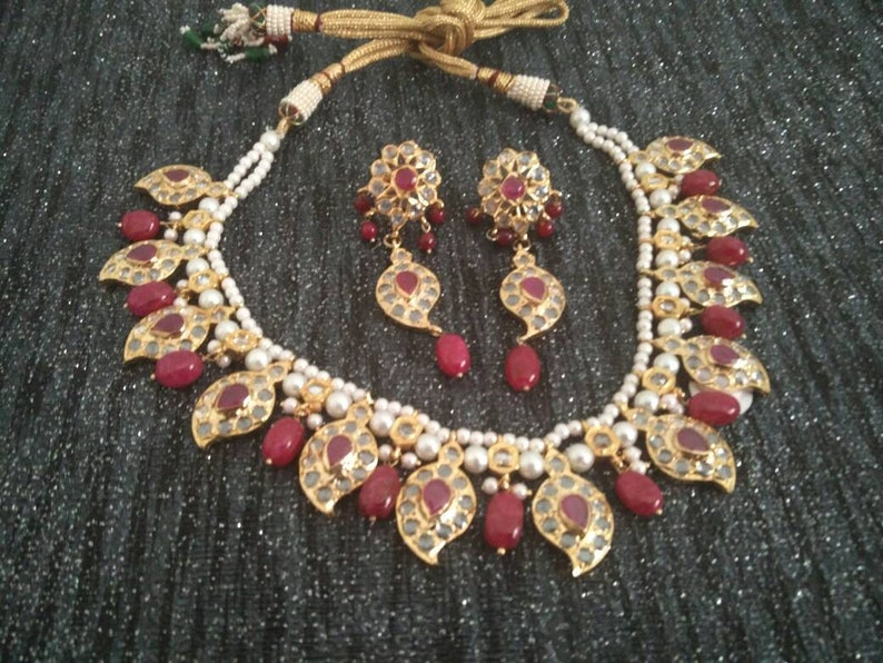 330775f07ff84 Red stone pearls Jadua hand assembled choker necklace, Indian punjabi  bridal, muslim pakistani nikah, Desi wedding, jadavi hyderabadi set