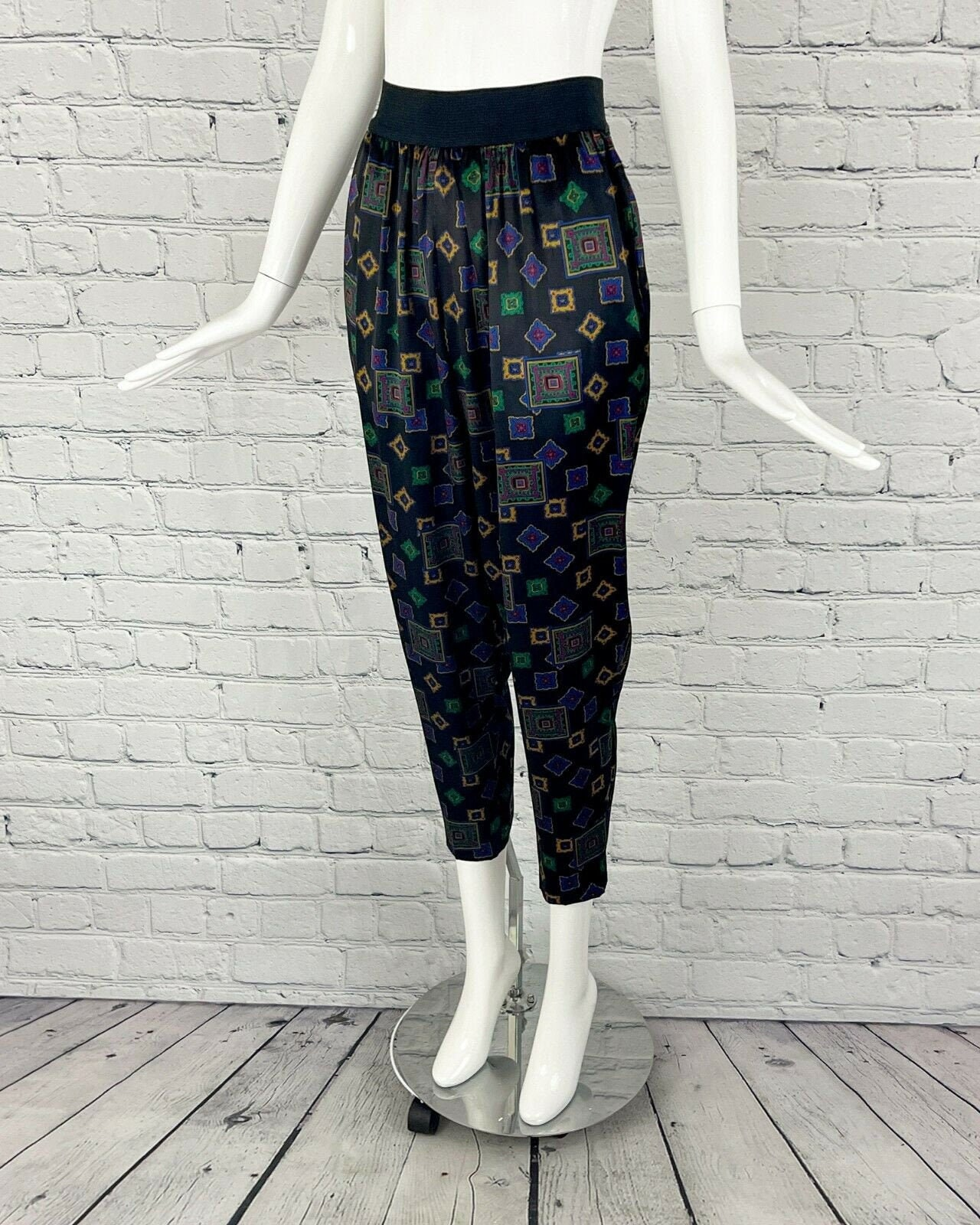 Vintage Scarf Styles -1920s to 1960s Liz Claiborne 1980S Vintage Womens Boho Hippie High Waisted Scarf Print Tapered Comfy Soft Harem Jogger Pants Size 6 $0.00 AT vintagedancer.com