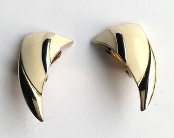 Vintage jewellery. vintage earrings. Cream earrings. clip on earrings. Art deco earrings.