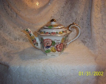Stunning Vintage Floral Teapot, Very Good Condition