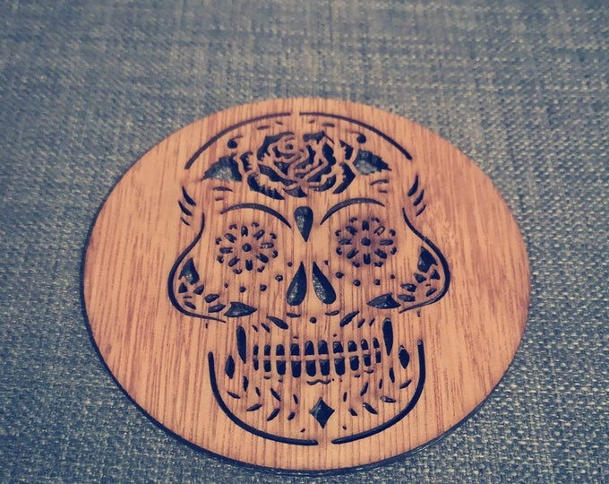 Las Calaveras under wooden glasses