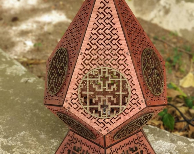 Shipibo wooden table lamp - Geometrie sacred Amazonia - projection lamp - laser cut - handcrafted creation