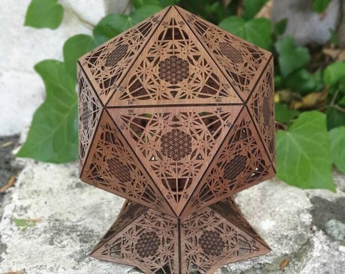Lampe à poser en bois - lampe de chevet - suspension - forme platonique icosahedron - Metatron - projection des ombres. Découpe laser.