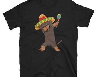 Dabbing Dachshund Dog in Sombrero - Cinco De Mayo Mexican Fiesta - Dab Dance - Mexico Party  T-Shirt