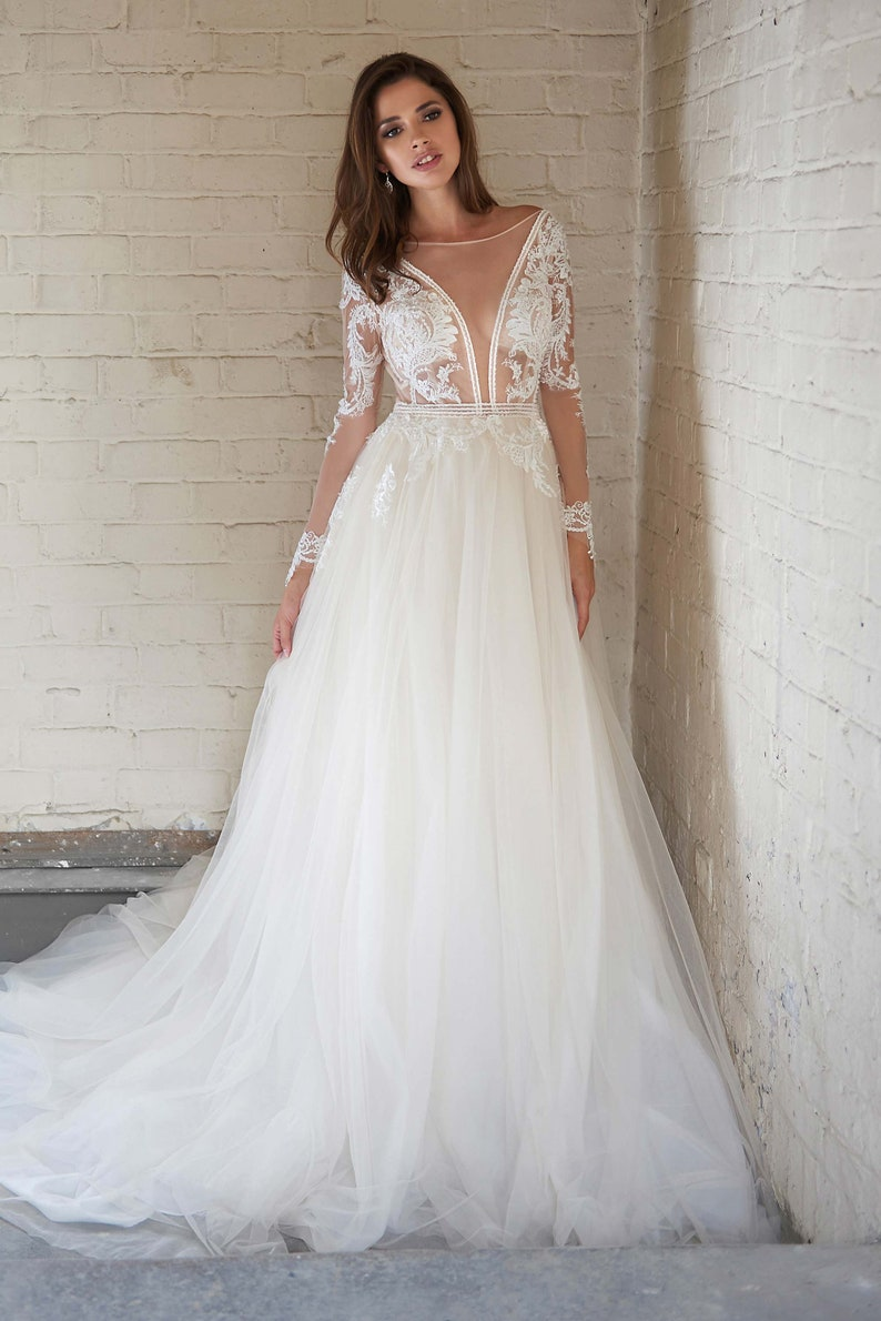 311450f8942f Wedding Dress With Lace Bodice And Tulle Skirt