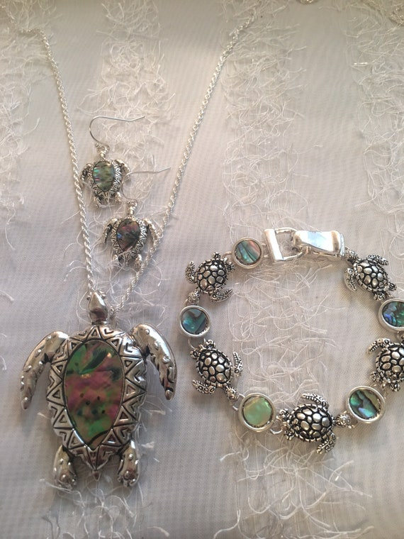 Turtle Bracelet and Earring Set With Green Abalone Stones Made Of Sterling Silver