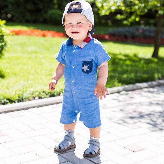 Chemise Captain America.Linen Combi-short (coton). Barboteuse de jambe courte. Barboteuse bébé bleu. Les enfants chemise mousseline avec pied court Combi-short lin
