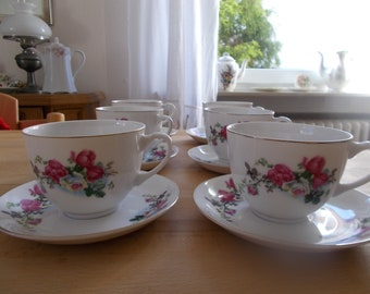 Six cups with saucers and flower décor