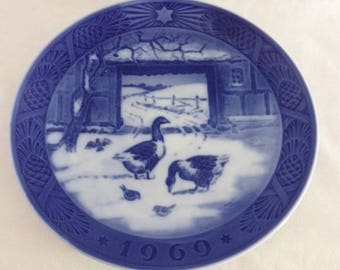 """Royal Copenhagen 1969 Christmas Plate """"In the Old Farmyard"""" Geese"""