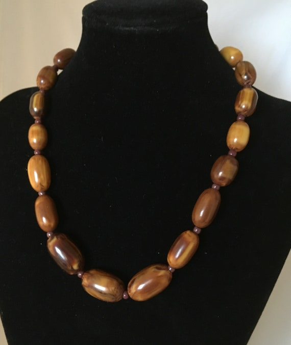 Brown Bakelite marble necklace, with small glass … - image 3