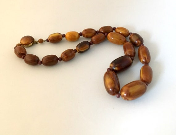 Brown Bakelite marble necklace, with small glass … - image 9