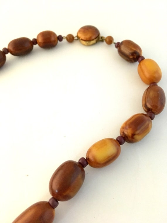 Brown Bakelite marble necklace, with small glass … - image 7