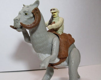 Star Wars Tauntaun creature with action figure (Not original guy)  - solid belly 80s Empire Strikes Back Movie