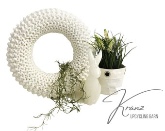 White Wreath | knitted | Upcycled wool | Easter decoration | Spring | Wreath | 30 cm diameter | Boho Style | Sustainable