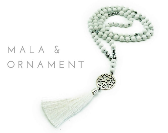 White Mala necklace with silver ornament | Wooden beads | Silver faceted glass beads and white tassel | Prayer chain