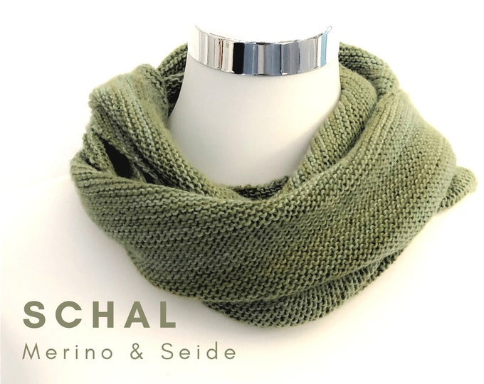 Noble Scarf | Merino wool with silk | khaki green | asymmetrical knit with a slight gradient | Scarf | fairtrade | hand knitted |