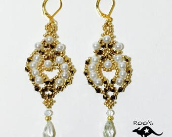 Golden earrings with clearwater pearls