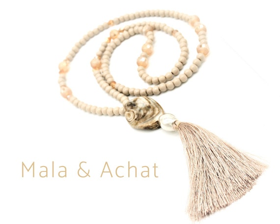 Beige mala necklace with large agate pendant made of smooth and polished glass beads | Long Silk tassel | Necklace | Prayer Chain