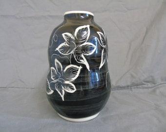 studio pottery vase (no makers mark)