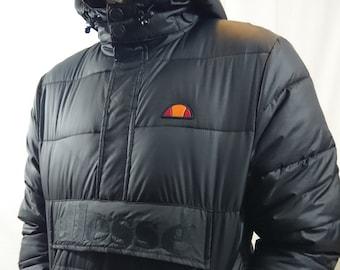 Großen Logo Ellesse unten Jacke schwarz mit Kapuze in Größe M. klein in  Sizez denke aber M ist genaue anyway.prepare für den winter d5e2565ebe