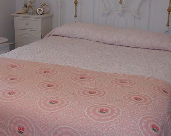 beautiful vintage pink rose coverlet shabby pink roses bedspread coverlet blanket