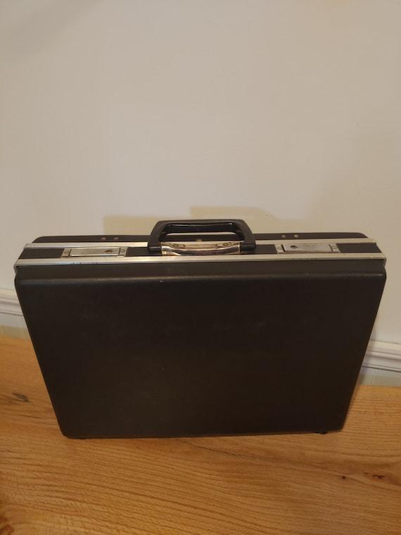 Vintage Black Hard Sided 1970s Briefcase with snaz