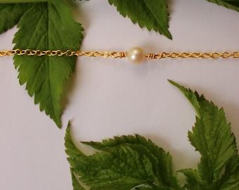 Pearl bracelet, dainty pearl bracelet, bracelet set for bridesmaids, jewelry set for bridesmaids, gorgeous little bracelet, delicate