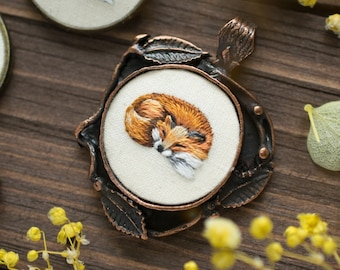 MADE TO ORDER. Hand Embroidered Fox Necklace. Embroidered Jewelry. Fox Necklace. Embroidered fox. Woodland Jewelry. Thread painting